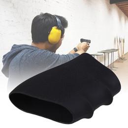 2019 llavero auto táctico La funda de agarre antideslizante de goma táctica de 1pc viene con una manga de empuñadura de pistola de tamaño pequeño con ranura para dos dedos