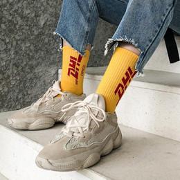calze dhl Sconti I calzini delle lettere del DHL di inverno degli uomini calzini neri bianchi gialli del cotone degli uomini calzini di Pop di skateboard di Skateboard delle donne 5pcs