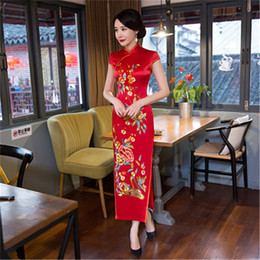 Vestido bordado noiva on-line-New Long Cheongsam Vermelho Vestido Bordado Noiva Brinde Banquete Vestido Fino Moda Cheongsam Robe De Mariee