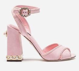 Темно-синий каблук сандалии онлайн-2018 новая летняя мода жемчуг коренастый пятки женщины сандалии высокий каблук платье сандалии крест ремень свадьба сандалии обувь леди розовый темно-синий
