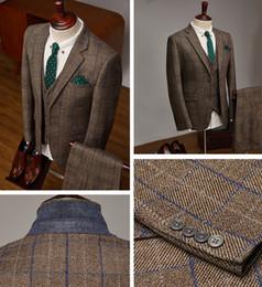 Angleterre Style Automne Hiver Hommes Costumes Chauds Couleur Sombre Kaki Damier Vérifier Tissu Trois Pièces (Blazer + Pantalon + Gilet) Marié Costumes De Mariage ? partir de fabricateur