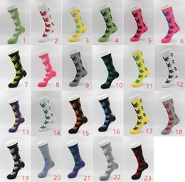 Canada Chaude Haute Cut Chaussettes Femmes Hommes Sockings avec Impression de Feuilles Unisexe Taille Gratuit Coton Sockings 5 Paires KKA1378 Offre