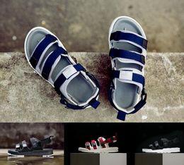 Billige blaue sandalen online-2018 billige mode kausalen rutsche sandalen männer frauen triple schwarz weiß rot blau klassische mode flache schuhe hohe qualität sneaker größe 36-44