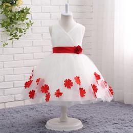 Longitud del té vestidos de niña de flores blancas online-2019 vestido de fiesta blanco vestidos de niña de las flores para bodas con apliques en 3D apliques joya longitud del té cuello en V Vestidos para niñas