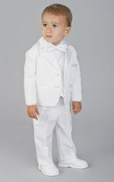 2019 traje de niños blancos solapas de satén Nuevo Custom Made Two Buttons Ropa Formal de Niño Blanco Ocasión Muesca de satén Niños Esmoquin Trajes de Boda 605 traje de niños blancos solapas de satén baratos