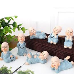 2019 figurine in miniatura di fate da giardino Mini Monaci Figurine Zen e Shaolin Ornamenti decorativi Desktop Miniature Fairy Garden Terraium Home Garden Decoration ZA5953 figurine in miniatura di fate da giardino economici