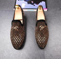Wholesale mens dress set - 2018 wedding shoes Man point toe dress shoe men pointed toe dress shoes designer mens dress shoes Set auger flats office DH2N46