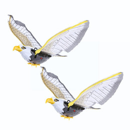 летающая игрушка для слинга Скидка Электрические летающие птицы игрушка Орел вызова висит провод хлопая распространение крыло электрический Орел слинг Парящий Ястреб птицы дети подарки