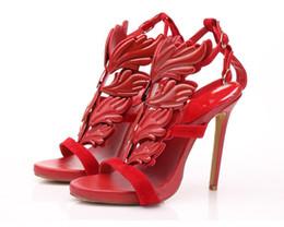 Sandália cobre os dedos dos pés on-line-Verão aberto toe sandálias vermelhas cool asa decoração mulher sexy bombas cobrir calcanhar chama metálica design fino sandálias gladiador feminino