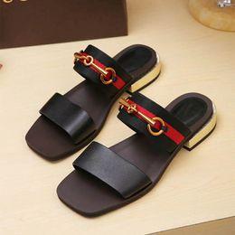 Argentina A67 2018 Nuevos productos de moda Sandalias de cuero de señora Nuevo estilo de lujo europeo clásico sandalias de cuero de señoras decoración de cuero Suministro