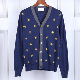 Nouveau Homme De Luxe D'hiver Pulls À La Mode Abeilles Brodées Star Pulls Casual Cardigan Col En V Jeune Pulls Top ? partir de fabricateur