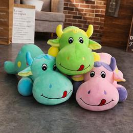 Bonitos brinquedos de vaca on-line-50-85 cm 2018 Bichos de pelúcia Dos Desenhos Animados Brinquedos Stuffed Cow Pillow Toys Bonito Pequeno Bezerro Boneca de Pelúcia crianças Presente de Aniversário