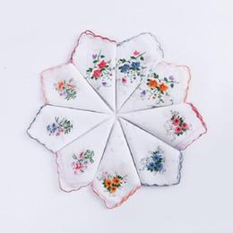 Mulheres de algodão do vintage lenços bordados rendas flor lenço floral senhoras lenço de telas cheap lace hankies de Fornecedores de lenços de renda