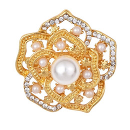 Wholesale Rhinestone Brooches For Dresses - Rhinestone Crystal Hollow Out Gold Brooches Pins Dress Sweater Jewelry Romantic Simulated-pearl Brooch Pin for Woman