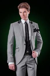 gilet gris clair hommes formel Promotion Custom Made Grey Hommes Costumes Gris Clair Blazer Mens Costumes Marié Tuxedos De Mariage Groomsmen Formal Prom Party 3 Pièces Veste + Pantalon + Gilet