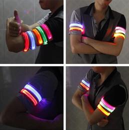 Fasce di braccio partito online-Fascia riflettente del braccio del braccio del braccialetto della luce di riflessione del LED Fascia di braccio dell'involucro di cerimonia nuziale della fascia del braccio dell'involucro di cerimonia nuziale