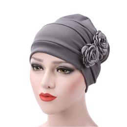 2019 cappello da turbante femminile 2018 Donna Rose Flower Chemo Hat Musulmano Turbante Head Wrap Ladies Hat Beanie Donna Warm Winter Chemo Fashion Headwear sconti cappello da turbante femminile