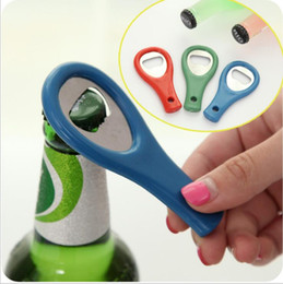 gancho tornillos envío gratis Rebajas Fábrica directo de cerveza abridor de botellas de plástico botella de cerveza abridor un pequeño regalo al por mayor de encargo entrega gratuita