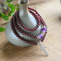 pulseira de pedra granada vermelha Desconto Atacado Vinho Tinto Naturais Garnet Stone Pulseiras Talão Com Pingente Cruz Sorte para As Mulheres Presente Fé Simples Pulseira Jóias