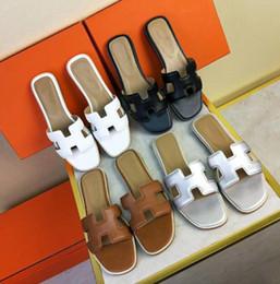 2018 été nouvelles femmes pantoufles en peau de mouton véritable cuir diapositives talons plats mocassins Buckel chaussures meilleure qualité 18 couleurs ? partir de fabricateur