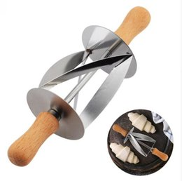 Wholesale Stainless Steel Pastry Cutters - Stainless Steel Rolling Cutter for Making Croissant Bread Wheel Dough Pastry Knife Wooden Handle baking Kitchen Knife