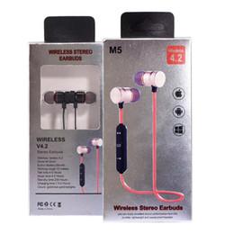 m5 mobili Sconti Auricolare Bluetooth Sport Magnete M5 in metallo V4.2 Stereo impermeabile resistente al sudore GYM Sport Auricolare con microfono per telefono cellulare Android IOS