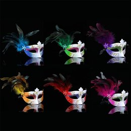 Wholesale Hot Paintings Women - The new hot sale Creative mask Party ball Lady's feather plastic mask Spray paint mask T4H0251