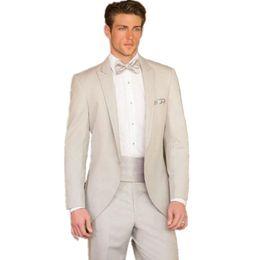 2019 abiti nuziali uomini 2017 Custom Made Fashion Beige Abiti Slim Fit Smoking da sposa Abiti da sposa per uomo Giacca da sera formale + pantaloni sconti abiti nuziali uomini