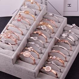 2019 pietre bianche di platino Braccialetti di modo per le donne Braccialetto 2018 Commercio all'ingrosso Stile coreano Braccialetto femminile Femme Negozi di gioielli Idee regalo Ornamenti di fascino 10pcs