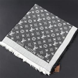 Argentina Bufanda de lana de alta calidad marca de lujo mujer triángulo bufanda diseñador superior bufanda de lana teñida de hilo 20 estilos por mayor cheap yarn quality Suministro