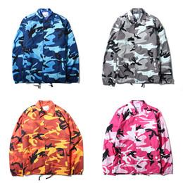 2019 chaqueta de camuflaje moda mujer 2018 hombres mujeres chaquetas de camuflaje camuflaje moda entrenadores chaqueta Hip Hop monopatines capa superior de alta calidad impermeable chaqueta de campo BFSH0504 chaqueta de camuflaje moda mujer baratos