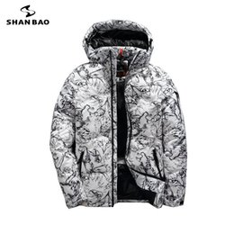 82cc44c1671 SHANBAO Марка зима толстая белая утка вниз мужская повседневная пуховик  пальто мода камуфляж с капюшоном куртка белый черный