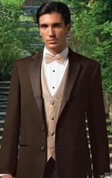 cioccolatini migliori Sconti Best seller Chocolate Blazer Notch Risvolto Smoking dello sposo Groomsmen Best Man Suit Uomo Abiti da sposa (Jacket + Pants + Vest + Tie) A: 119