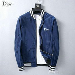 3b0e787ec4 Diseñador de los hombres de la chaqueta del cuello del soporte Nueva moda  Casual Béisbol chaqueta de los hombres parte superior del cuerpo Comfort ...