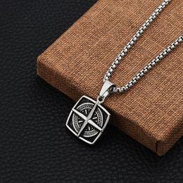 Halskette anhänger designs männer online-Einzigartige Designs Männer Charme Kreuz Kompass Anhänger Halsketten Mode Edelstahl Schmuck Ketten Für Halsketten 70 cm Lange Kette
