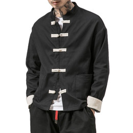 Kimono Jacket Men 2018 Hombres Chaqueta de algodón China Style Rana Cierre del botón Kongfu Coat Hombres Sueltos Parchwork Cardigan Overcoat 5XL desde fabricantes