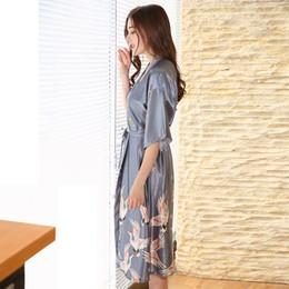 Chemises de nuit soyeuses en Ligne-Sexy NOIR Femmes Robe D'été Casual Soyeux Vêtements De Nuit Femme Imprimé Kimono Peignoir Satin Longue Chemise De Nuit À Manche Robe De Maison