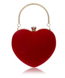 2019 embrague del hombro del corazón 2018 Diamantes en forma de corazón Bolsos de noche de las mujeres Cadena de hombro rojo / negro Monedero del día embragues Bolsos de tarde para la boda del partido rebajas embrague del hombro del corazón