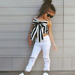 traje de bebé azul Rebajas MORENNA 2018 Fashion Girls Suit stripe Tops + pants 2 piezas The Strapless Set Kids Bowknot Hole white pants conjunto de ropa para niñas