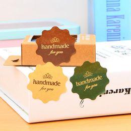 Kuchenanhänger online-New Rushed Handmade 120 stücke Aufkleber Kraft Label Aufkleber Durchmesser 4 * 4 cm Für Diy Handgemachtes Geschenk Kuchen Süßigkeiten Papier Tags