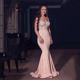 Delicadas correas de espagueti de raso escote sirena vestidos de baile con encantadora ilusión apliques de encaje con cuentas de color rosa noche vestidos de fiesta desde fabricantes