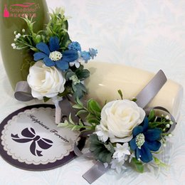Discount stocking flowers brooches - Kyunovia Wedding Prom Boutonniere Flower Brooch Hand Corsage Witness Boutonniere Groom Bridesmaid Groomsmen Wrist Flowers In Stock