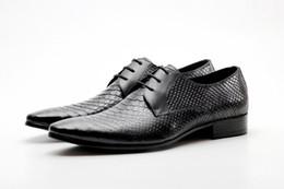 2019 vestido formal patrón de encaje Zapatos formales rojos de los hombres británicos Modelo de serpiente de punta estrecha de moda de pitón zapatos de vestir para hombre zapatos de cuero de ocio rebajas vestido formal patrón de encaje