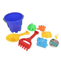 Giocattoli della spiaggia del castello di sabbia online-Nuovi set 7Pcs strumento per giocare con la sabbia Sandbeach Kids Beach Toys Castle Bucket Spade Pala Rake Water Tools regalo per bambini