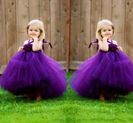 i vestiti dolci della ragazza del fiore di tulle Sconti 2019 Purple Flower Girl Abiti per la cerimonia nuziale Una linea cavezza con fiore senza maniche Zipper indietro Piano Lunghezza morbido Tulle Abiti per bambini