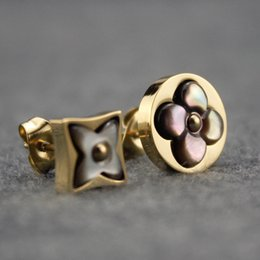 disegni orecchini d'oro Sconti Orecchino delle donne di agata di lusso caldo asimmetrico Golden Stud Paris Design Donna Orecchini da sposa