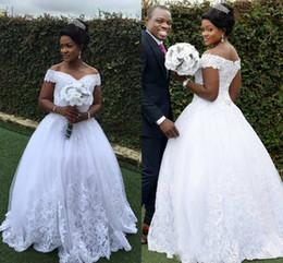 vestido negro de novia con cuentas Rebajas Las muchachas negras africanas 2018 vestidos de boda del vestido de bola con lentejuelas de los granos del hombro Applique del cordón vestidos de boda Backless vestidos de novia de encargo