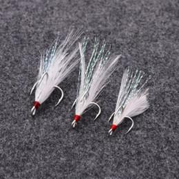 anzuelos de titanio Rebajas Pesca 100PCS acero de alto carbono Ganchos Triple duro atraer a los peces agudos trastos de gancho con la pluma envío
