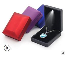 organizzatore del braccialetto di visualizzazione Sconti Contenitore di gioielli illuminato a LED Contenitore di fidanzamento Anello di visualizzazione Collana pendente di lusso Bracciale Display Organizer Collana di moda