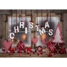 decorazione candela rossa Sconti Finestra in legno Sfondo Buon Natale Stampato Palline rosse Regali Candele Amore Cuori Decori Albero di pino Bambino foto Sfondi